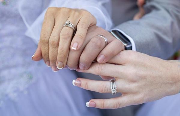 """Американец сделал предложение сразу двум девушкам, и те сказали """"Да"""". Свадьба вышла эпичная, но драк не будет"""