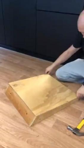 Не выбрасывайте бабушкину мебель, вам ещё позавидуют. Парень показал, как сделать из старого кресла конфетку