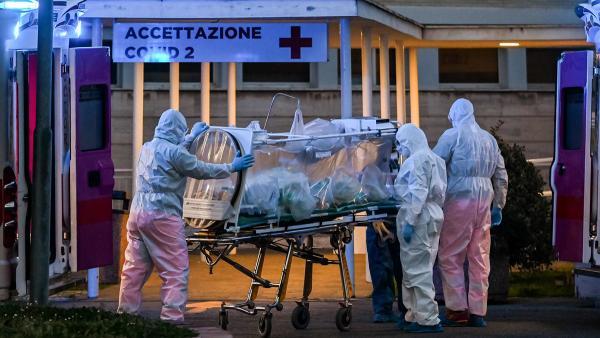 Врачи в Италии узнали, что COVID-19 опаснее для мужчин, чем для женщин. Это подтверждает статистика смертности