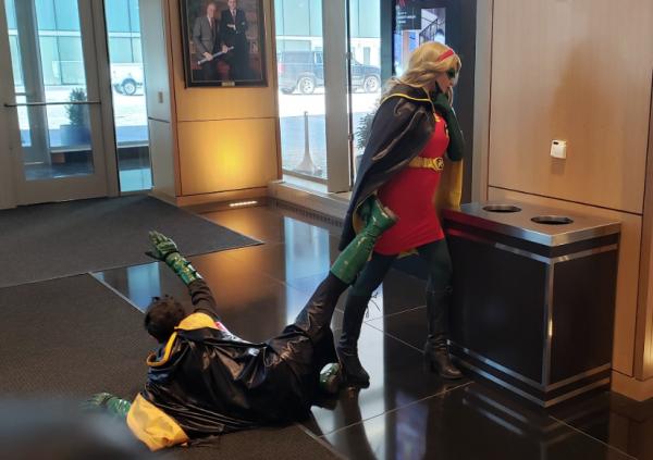"""На """"Комик Кон"""" в Чикаго пришёл голый Ведьмак, но это не всё. В 2020 участники постарались с костюмами"""