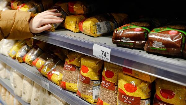 Гречка заставила магазины понервничать. Цены подскочили, а склады работают круглосуточно - всё из-за паникёров