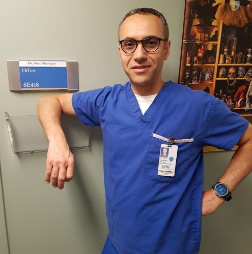 Доктор признался, что напуган из-за коронавируса, и ему аплодируют. Ведь дело не в недуге, а в поведении людей
