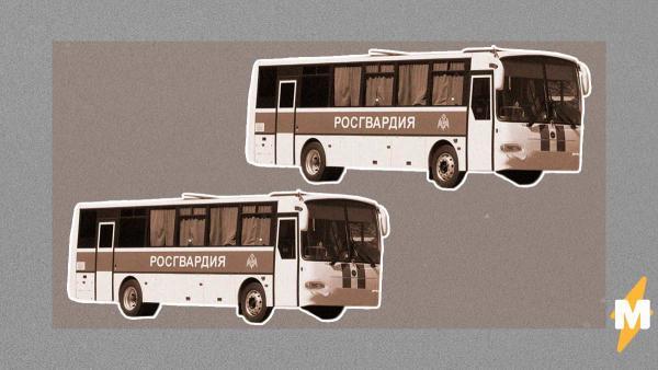 Автобусы с Росгвардией на Киевском шоссе напугали соцсети. Но переживать надо пенсионерам, нарушающим карантин