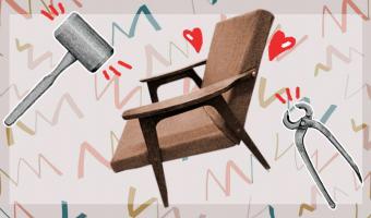 Не выбрасывайте бабушкину мебель, вам ещё позавидуют. Мужчина показал, как сделать из старого кресла конфетку