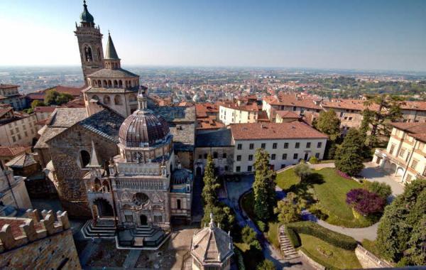Страшное видео из Италии стало символом коронавируса, ведь людей не успевают хоронить. И всем жутко