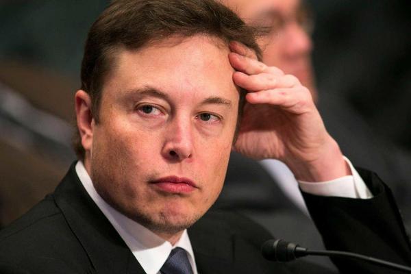 Илон Маск высказался о коронавирусной панике, а зря. Теперь люди хейтят бизнесмена, и всё дело в его деньгах