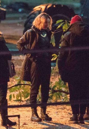 """В Сети появились первые кадры со съёмок """"Локи"""". Бог обмана работает с копами, а ещё у него есть женская версия"""