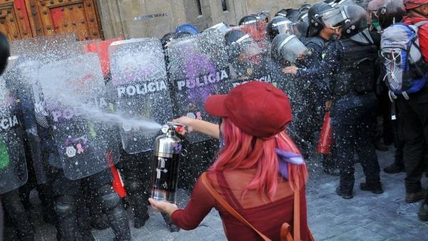 """""""Каждый день мы прощаемся"""". Мексиканка рассказала в твиттере, какая правда прячется за протестами в стране"""