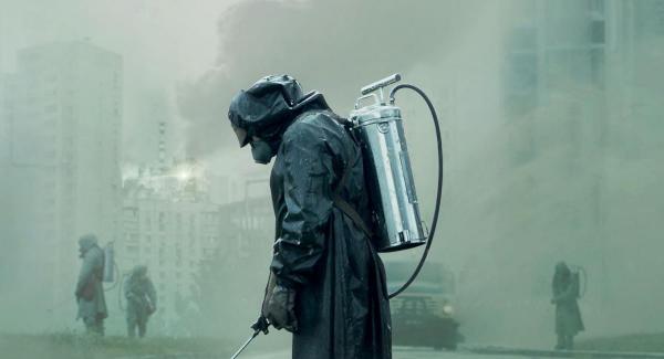 """Bloomberg ждёт, что власти Москвы закроют город. Но пока столицу лишь дезинфицируют, как в сериале """"Чернобыль"""""""