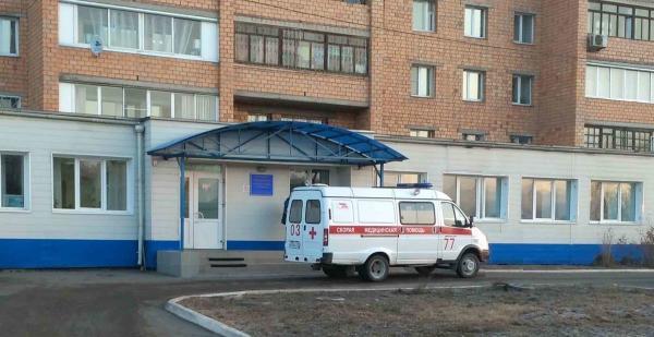 В Красноярске медсестра подхватила COVID-19. Похоже, это не первый случай среди российских медиков