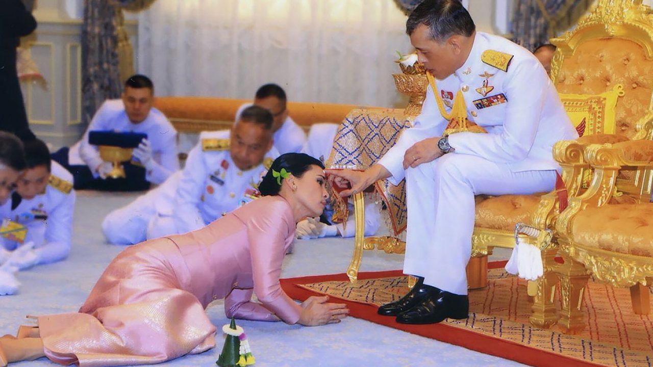 Король Таиланда устроил царский карантин с отелем и наложницами, но люди не оценили. Не заслужил - решили они