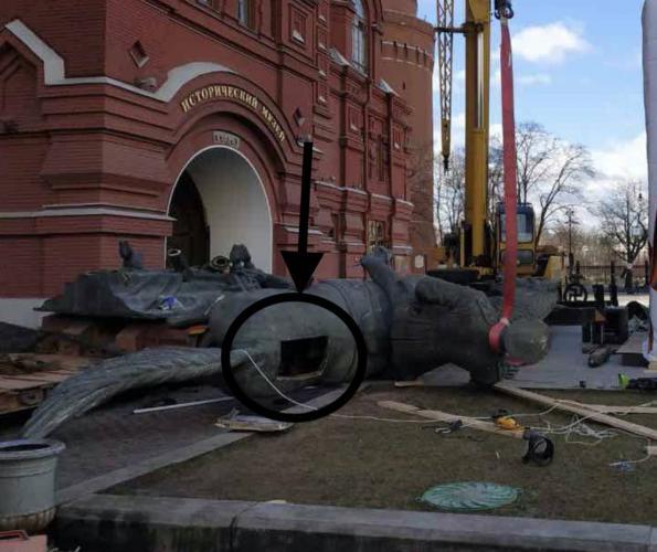Кто-то поменял памятник маршалу Жукову возле Кремля. История похожа на детектив, но разгадка уже есть