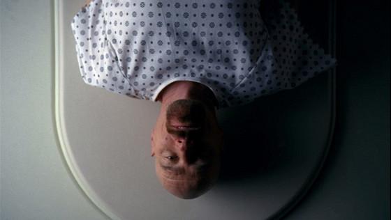 Парень узнал, что не болен коронавирусом, и не обрадовался. У него нет COVID, но из больницы он уйдёт не скоро