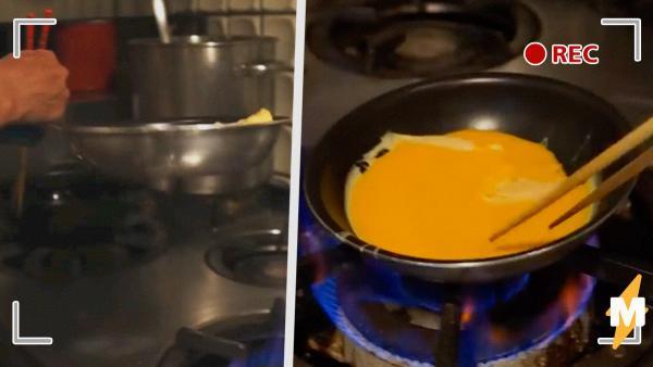 Люди увидели, как готовится японский омлет, и не могут поверить глазам. Для них такое блюдо слишком мерзкое