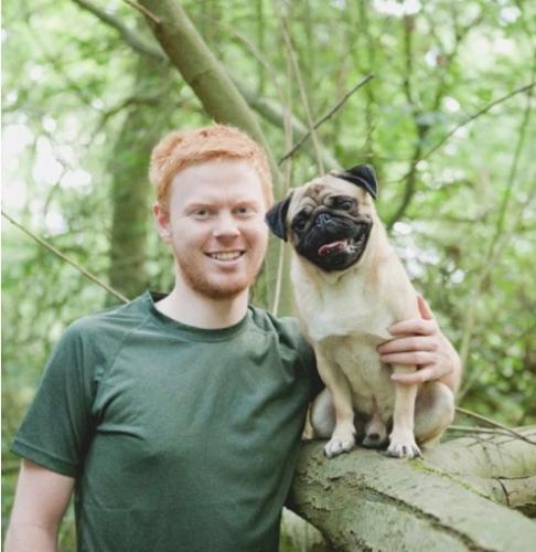 Как получить свайп вправо? Сделать фото с псом, конечно: доказано парой, поженившейся лишь из-за снимка мопса