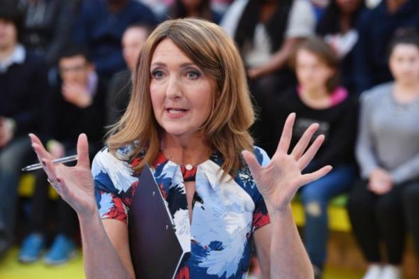 Ведущая появилась в эфире с шифром на руке и стала героиней. На ладони женщины цифры, от которых всем больно