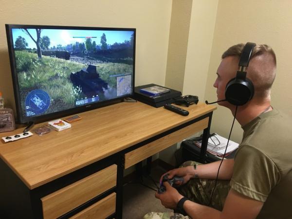 Американские танкисты тренируются из дома, но дело не в высоких технологиях. Они просто играют в War Thunder