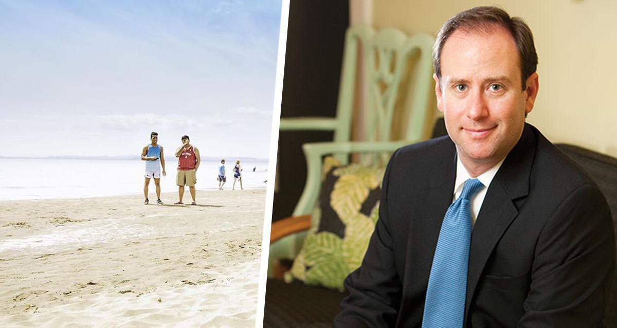 Мужчина пригрозил людям смертью, и те ему благодарны. Ведь так он борется с открытием пляжей во время пандемии