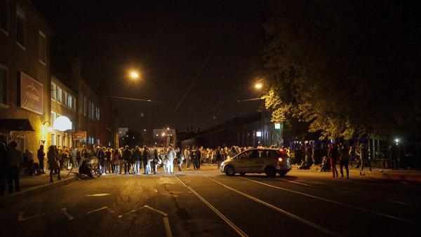 Жители Бутово показали, как провести вечеринку на карантине. Нужны громкие колонки и деньги на штраф