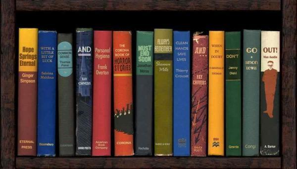 Мужчина поставил книги на полку и создал пророчество. Похоже, авторы романов нас кое о чём предупреждали