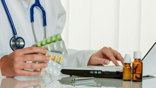Препарат от COVID-19, рекомендованный Минздравом, оказался опасен. Похоже, не все беды от коронавируса