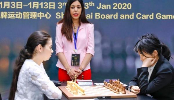 Девушка стала арбитром в шахматном турнире, но забыла про (важную) деталь наряда. На родине такого не прощают