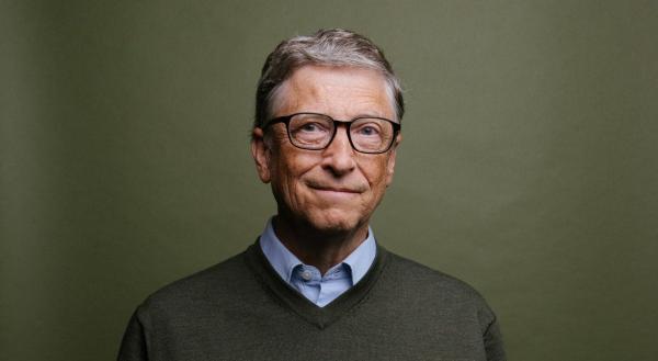 Билл Гейтс рассказал как покончить с COVID-19. Чтобы понять его слова, людям понадобился общественный бассейн