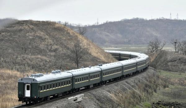 Спутники засекли поезд Ким Чен Ына. Теорий много, но корейское ТВ уже начало крутить грустное слайдшоу