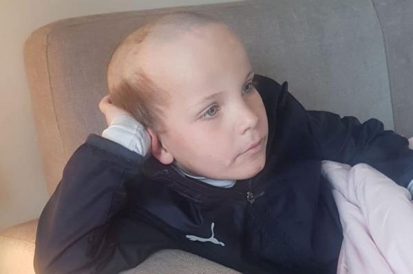 Мальчик увидел в шоу крутую причёску и сделал себе такую. Но в результате стал стариком и рассмешил родителей