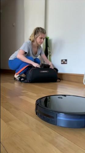 """Девушка рассказала, что робот-пылесос стал её бойфрендом. И люди уверены - это новый эпизод """"Чёрного зеркала"""""""
