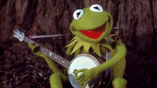 Люди увидели, как поёт лягушонок Кермит из Маппетов. И его слова пробудили надежду (и горькие слёзы)