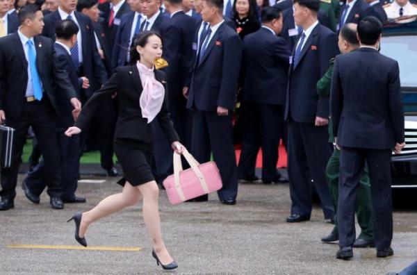 Ким Ё Чжон ещё не диктатор КНДР, но про неё уже рисуют арты. И в них сестра Ким Чен Ына встретила Поклонскую