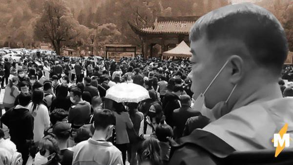 В Китае 20 тысяч людей пришли в парк после снятия карантина. Выглядит эпично, но иностранцы уже бьют тревогу