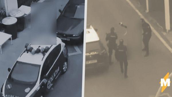Обнажённая испанка запрыгнула на полицейскую машину. Видео с ней - символ протеста против карантина и традиций