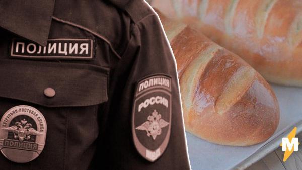 Полицейские в Люберцах загнали вышедшую из дома женщину обратно. Но вместо штрафа принесли ей хлеб