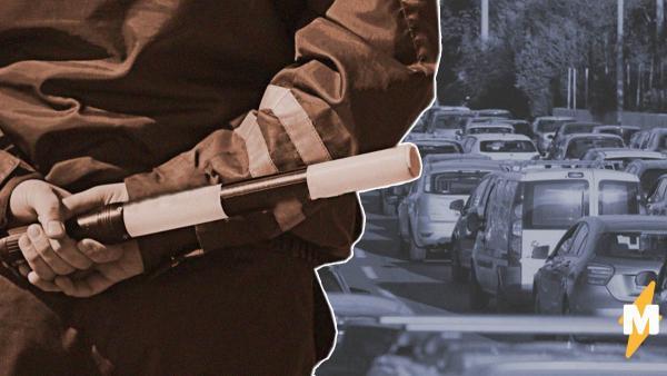 ГИБДД начала проверять машины на въезде в Москву. Теперь на МКАД вернулись пробки, несмотря на карантин