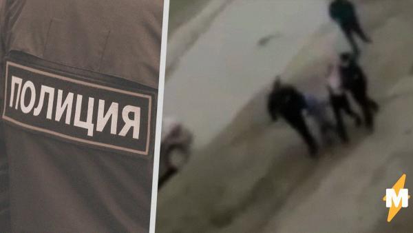 На видео из Нефтекамска полицейские силой забирают двух детей с улицы. Они нарушили комендантский час