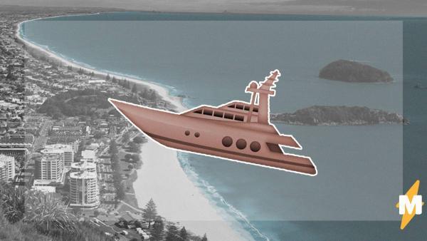 Люди на пляже увидели летающий над океаном корабль. Это было не чудо, а реальное, но редкое природное явление