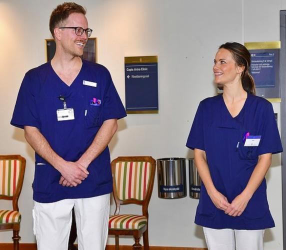 Принцесса Швеции сменила корону на медицинскую маску. Теперь она волонтёр в больнице и героиня в глазах людей