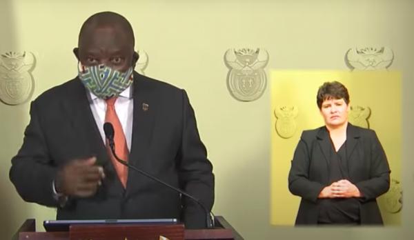 Президент ЮАР попытался надеть маску во время обращения к гражданам. Но нет, он не понял, как это работает