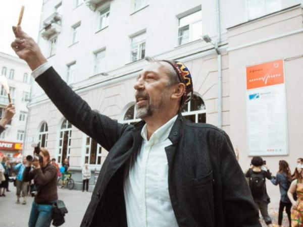 """Драматург Коляда обиделся на """"стукачей"""". Они доносят властям о нарушениях карантина - в том числе в его театре"""