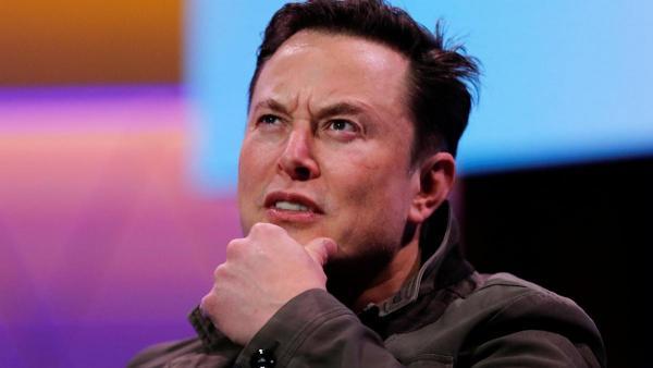 Люди требуют от Илона Маска подарить Tesla женщине. А всё из-за неудачного репоста мема с собакой