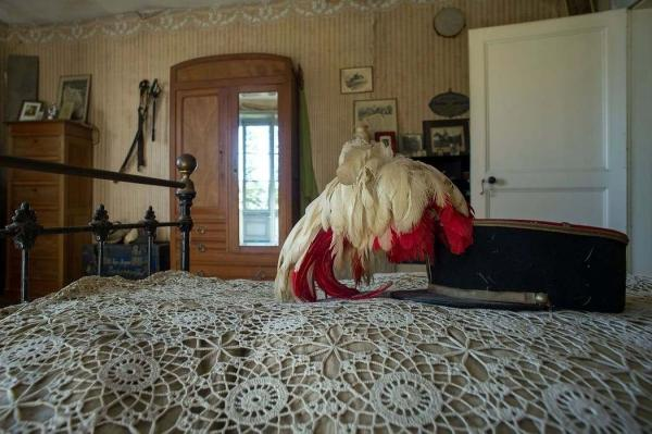 Семья купила дом, а он оказался с тайной комнатой. Оказалось, прежние владельцы замуровали в ней