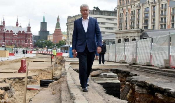 Пока россияне злятся на москвичей, те жалуются на дорогие бордюры. Зря, мэр просто хочет победить COVID-19