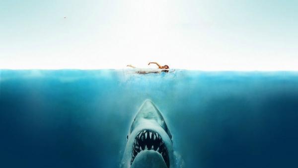 Фотограф погрузился под воду и снял фильм ужасов. Всего пару секунд - и от этой крипоты людям не по себе