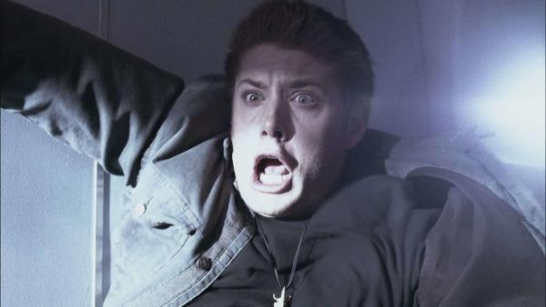 Парень заснял на видео призрака, и люди не могут это объяснить. Логика тут бессильна, пора вызывать экзорциста