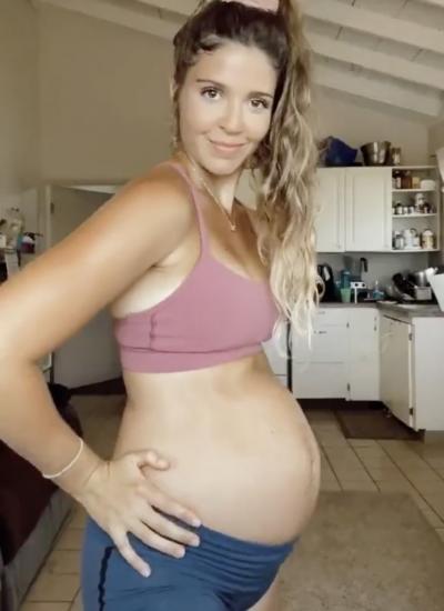 Беременная девушка вытворяет животом такое, что людям жаль её малыша. А вот эксперты знают, что это за трюки