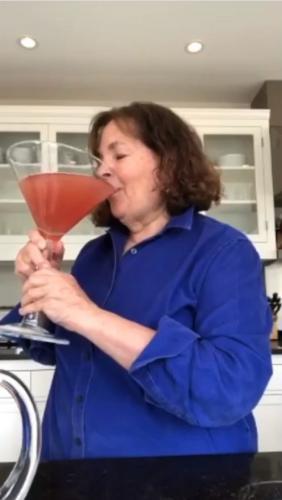 Повар открыла коктейль, который скрасит карантин. Секретный ингредиент свалит любого - хватит одной порции
