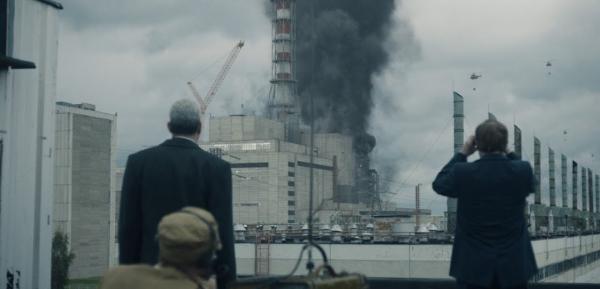 В Чернобыле вторые сутки бушует пожар. И радиация там уже превысила норму в 16 раз