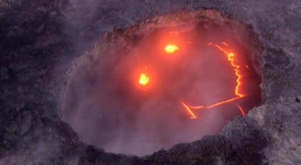В Индонезии проснулся вулкан Анак-Кракатау. И видео извержения напоминает - 2020 год легендарен